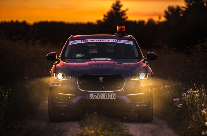 """Through the Night Around Lithuania with """"Jaguar F-Pace"""": New Record"""