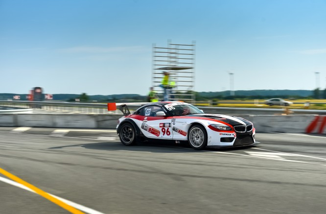 "Friday Morning Races: The Fastest Cars are BMW and ""Porsche"""