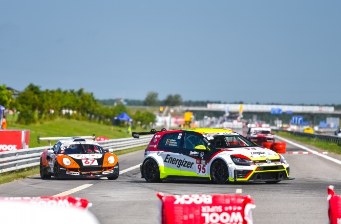 "After the first hour: ""Porsche"" cars are in the lead"