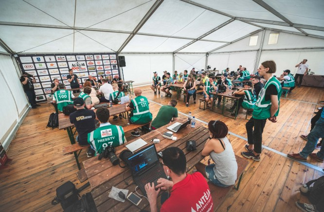 """21-ąsias """"Aurum 1006 km lenktynes"""" nušviečia 121 žurnalistas"""